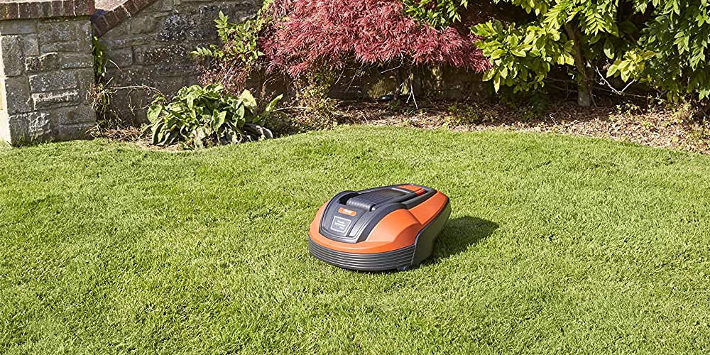 Flymo 1200R Review mowing